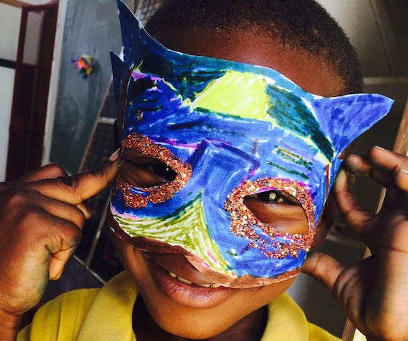 PouchnaÏky shows off his Kanaval masque