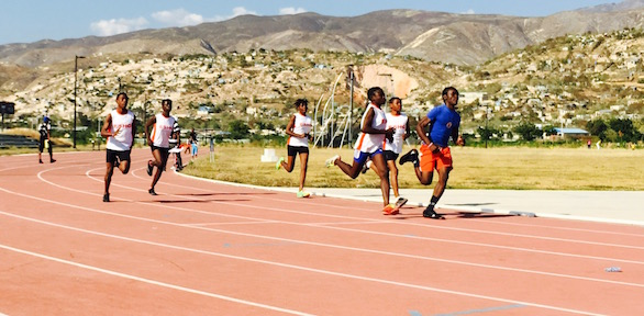 Choix athletes hitting their stride. (Daniel, in front, in red and blue).